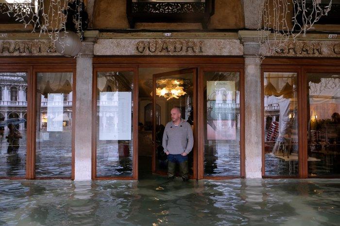 Ξανά κάτω από το νερό η Βενετία, βούλιαξε από τη βροχή (φωτό) - εικόνα 7