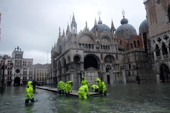 Ξανά κάτω από το νερό η Βενετία, βούλιαξε από τη βροχή (φωτό) - εικόνα 8