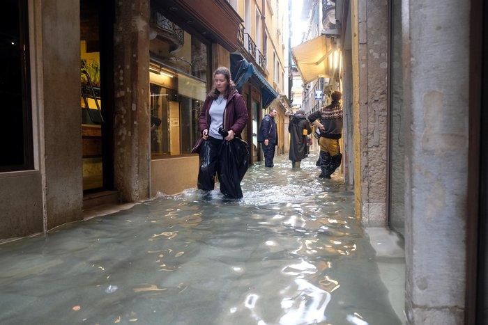 Ξανά κάτω από το νερό η Βενετία, βούλιαξε από τη βροχή (φωτό) - εικόνα 9