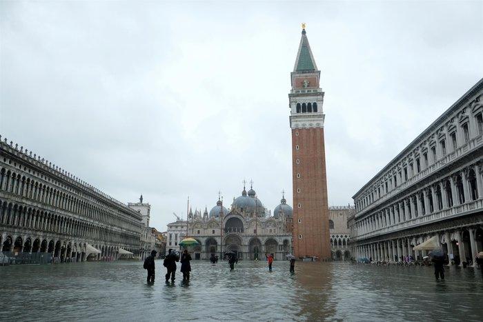 Ξανά κάτω από το νερό η Βενετία, βούλιαξε από τη βροχή (φωτό) - εικόνα 10