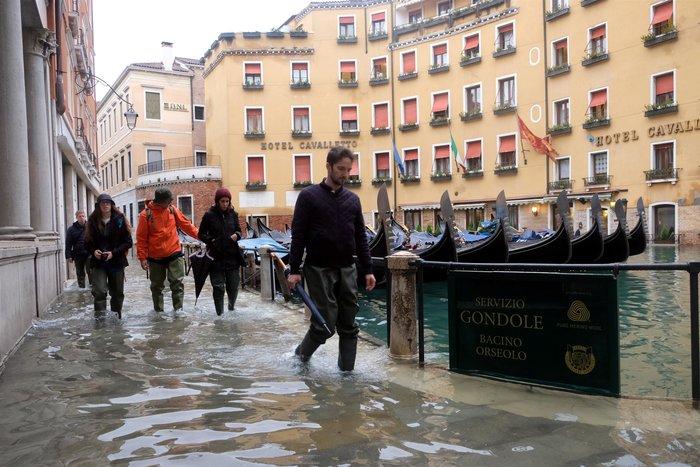 Ξανά κάτω από το νερό η Βενετία, βούλιαξε από τη βροχή (φωτό) - εικόνα 11