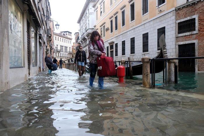 Ξανά κάτω από το νερό η Βενετία, βούλιαξε από τη βροχή (φωτό) - εικόνα 12