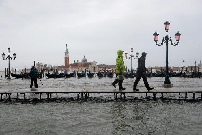 Ξανά κάτω από το νερό η Βενετία, βούλιαξε από τη βροχή (φωτό) - εικόνα 13