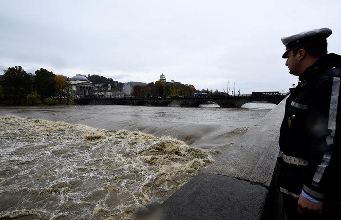 """""""Πνίγηκαν"""" από τις πλημμύρες Γαλλία και Ιταλία (φωτό) - εικόνα 4"""