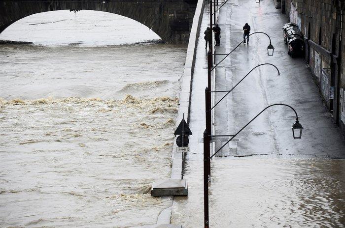 """""""Πνίγηκαν"""" από τις πλημμύρες Γαλλία και Ιταλία (φωτό) - εικόνα 5"""