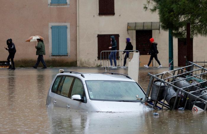 """""""Πνίγηκαν"""" από τις πλημμύρες Γαλλία και Ιταλία (φωτό)"""