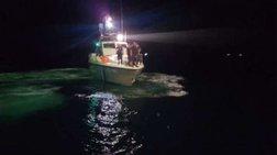 Ανατράπηκε σκάφος στο Αντίρριο -  Φόβοι για 2 νεκρούς  (βίντεο)