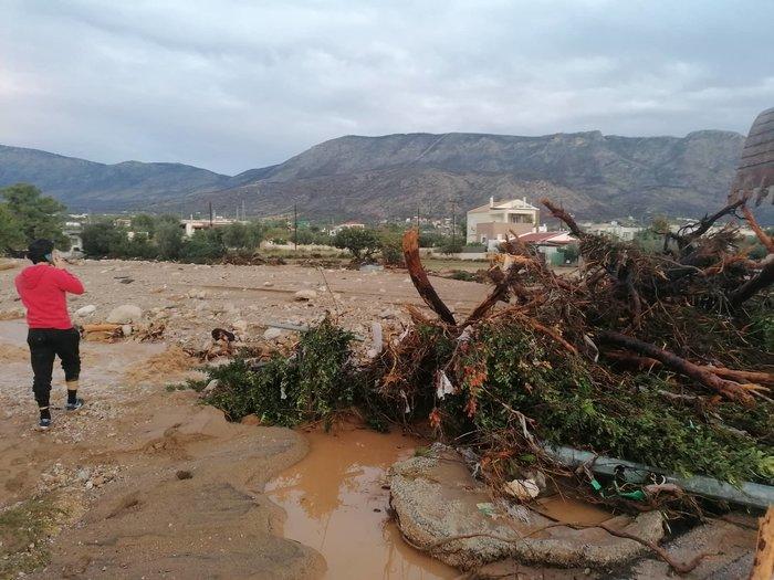 Ποτάμι λάσπης ολόκληρη η Κινέτα -  Εικόνες από drone - εικόνα 13