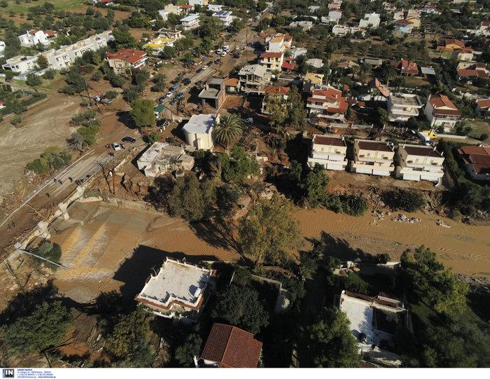 Ποτάμι λάσπης ολόκληρη η Κινέτα -  Εικόνες από drone - εικόνα 2