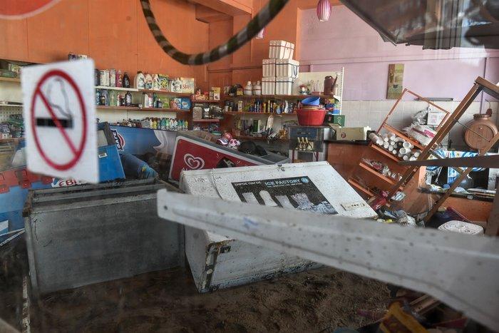 Μινι μάρκετ έγινε «χωματερή» στην Κινέτα - Φωτο