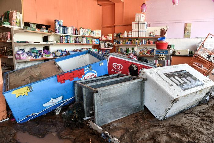 Μινι μάρκετ έγινε «χωματερή» στην Κινέτα - Φωτο - εικόνα 2