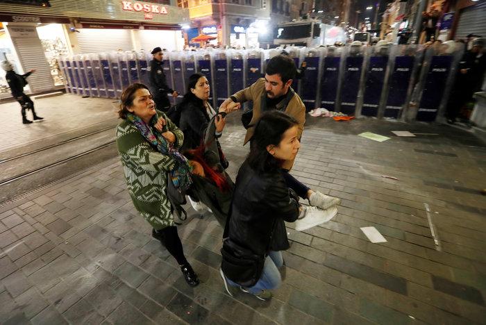 Τουρκία: Η αστυνομία διέλυσε διαδήλωση κατά της βίας σε βάρος των γυναικών - εικόνα 6