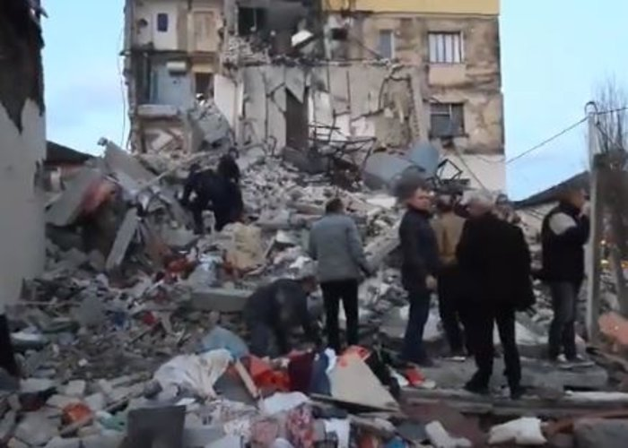 Δέκα νεκροί και εκατοντάδες τραυματίες από τα 6,4 Ρίχτερ στην Αλβανία - εικόνα 10