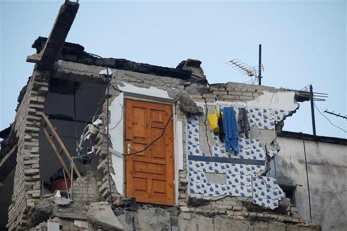 Δέκα νεκροί και εκατοντάδες τραυματίες από τα 6,4 Ρίχτερ στην Αλβανία - εικόνα 4