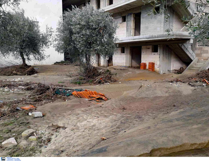 Eπιχείρηση απεγκλωβισμού κατοίκων στη Θάσο [εικόνες] - εικόνα 4