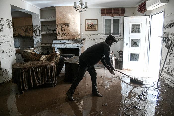 Σοκ: Σπίτι στην Κινέττα μετατράπηκε σε χωματερή