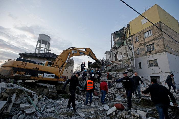 Στους 15 οι νεκροί στην Αλβανία - Ανάμεσά τους και μικρό παιδί - εικόνα 3