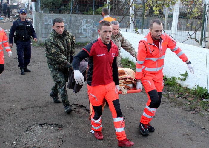 Στους 15 οι νεκροί στην Αλβανία - Ανάμεσά τους και μικρό παιδί - εικόνα 4