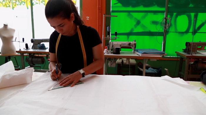 «FLAME»: Νεαρή πρόσφυγας δημιουργεί τη δική της κολεξιόν μόδας - εικόνα 2