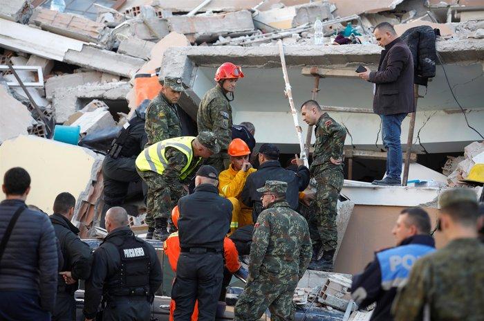 Στους 18 οι νεκροί στην Αλβανία, ανάμεσά τους και 3 παιδιά
