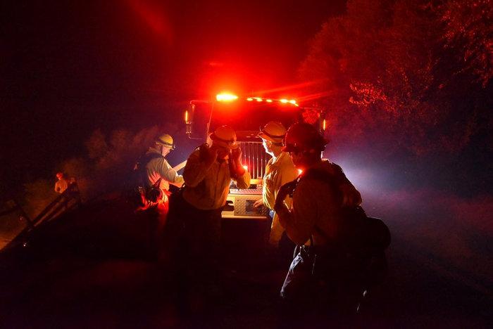 Πύρινη κόλαση στη Σάντα Μπάρμπαρα: Εκκενώνονται περιοχές - εικόνα 6