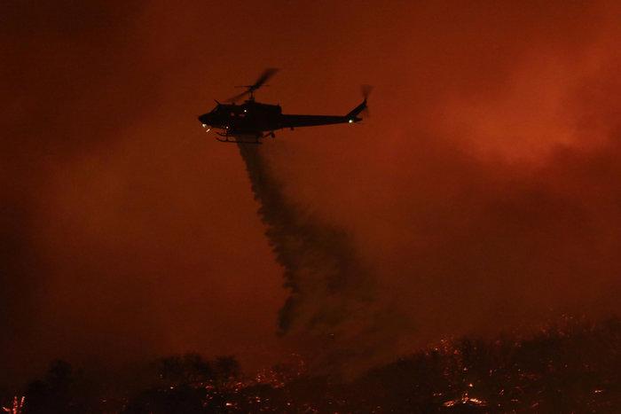 Πύρινη κόλαση στη Σάντα Μπάρμπαρα: Εκκενώνονται περιοχές