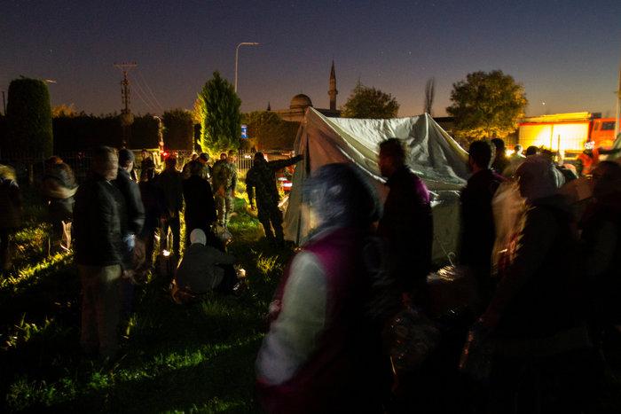 Αλβανία: Αγωνία στα συντρίμμια για τους επιζώντες - Mάχη με τον χρόνο - εικόνα 11
