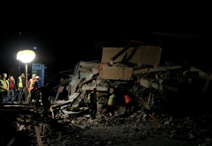 Αλβανία: Αγωνία στα συντρίμμια για τους επιζώντες - Mάχη με τον χρόνο - εικόνα 10
