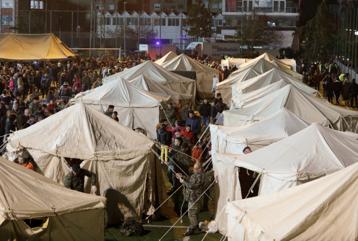 Χάος στην Αλβανία - Σε πρόχειρες σκηνές χιλιάδες σεισμόπληκτοι - εικόνα 18