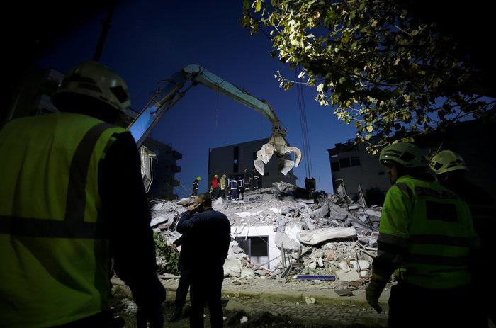 Χάος στην Αλβανία - Σε πρόχειρες σκηνές χιλιάδες σεισμόπληκτοι - εικόνα 20