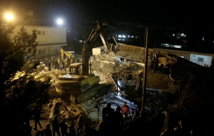 Χάος στην Αλβανία - Σε πρόχειρες σκηνές χιλιάδες σεισμόπληκτοι - εικόνα 17