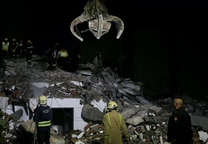 Χάος στην Αλβανία - Σε πρόχειρες σκηνές χιλιάδες σεισμόπληκτοι - εικόνα 19