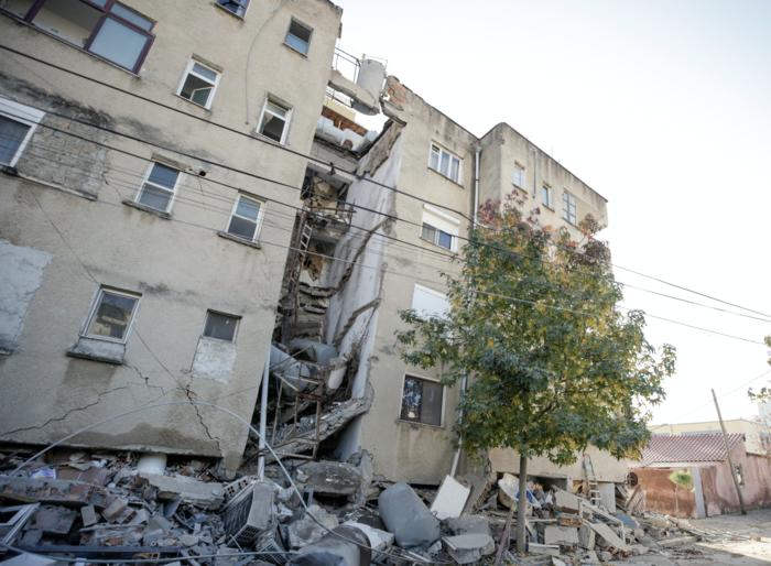 Χάος στην Αλβανία - Σε πρόχειρες σκηνές χιλιάδες σεισμόπληκτοι - εικόνα 22
