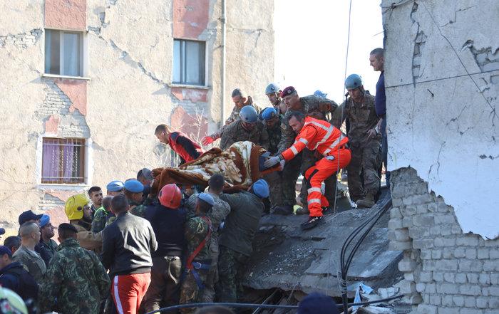 Αλβανία: Αγωνία στα συντρίμμια για τους επιζώντες - Mάχη με τον χρόνο - εικόνα 6