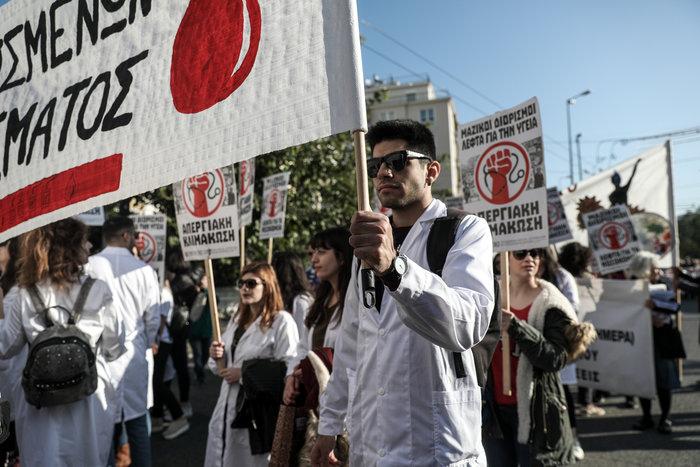 """""""Κόλαση"""" η Αθήνα εξαιτίας 100 συνδικαλιστών που κάνουν πορεία"""
