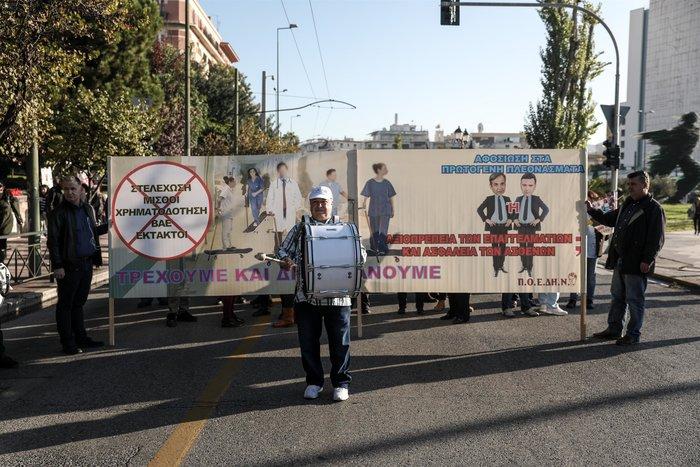 """""""Κόλαση"""" η Αθήνα εξαιτίας 100 συνδικαλιστών που κάνουν πορεία - εικόνα 4"""