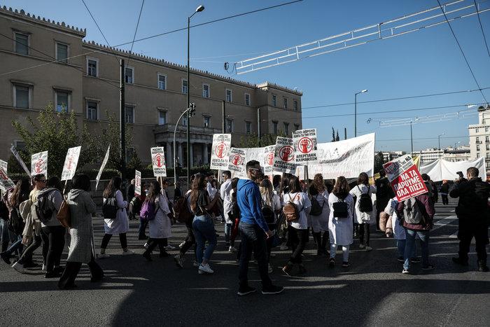 """""""Κόλαση"""" η Αθήνα εξαιτίας 100 συνδικαλιστών που κάνουν πορεία - εικόνα 5"""