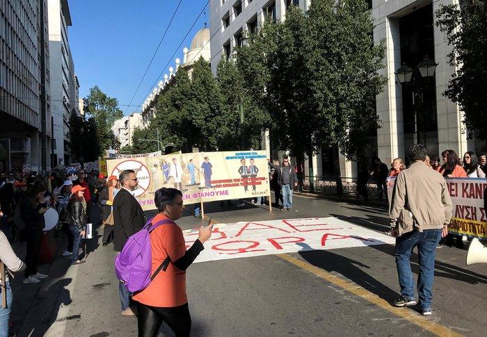 """""""Κόλαση"""" η Αθήνα εξαιτίας 100 συνδικαλιστών που κάνουν πορεία - εικόνα 6"""
