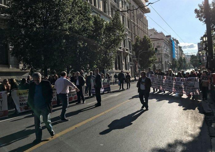"""""""Κόλαση"""" η Αθήνα εξαιτίας 100 συνδικαλιστών που κάνουν πορεία - εικόνα 7"""