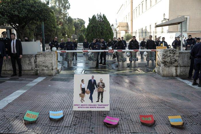 """""""Κόλαση"""" η Αθήνα εξαιτίας 100 συνδικαλιστών που κάνουν πορεία - εικόνα 8"""