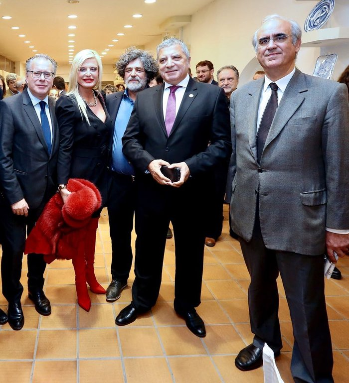 Μαρίνα Πατούλη: εμφάνιση φωτιά με κατακόκκινες over the knee μπότες - εικόνα 3
