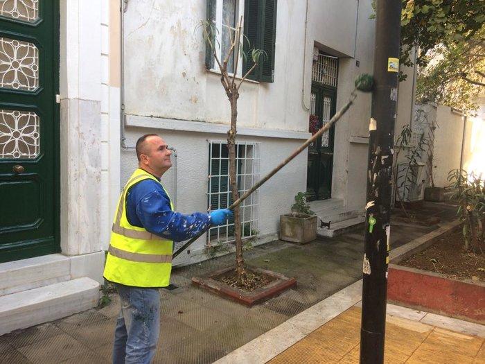 Ο δήμος Αθήνας καθαρίζει άλλον έναν πεζόδρομο στο Μεταξουργείο
