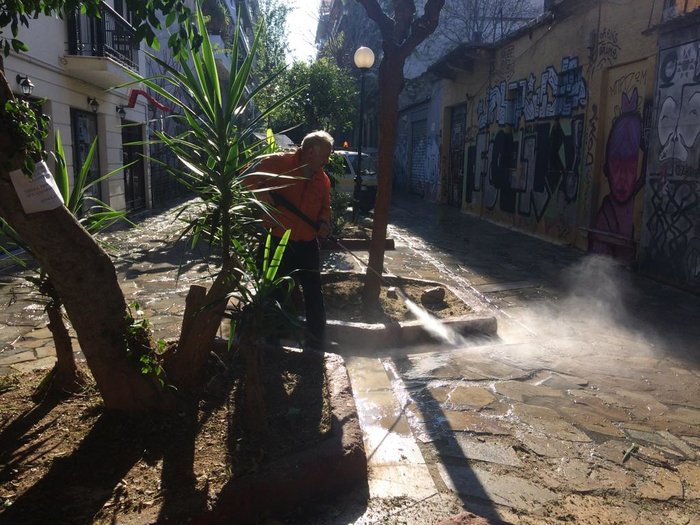 Ο δήμος Αθήνας καθαρίζει άλλον έναν πεζόδρομο στο Μεταξουργείο - εικόνα 2