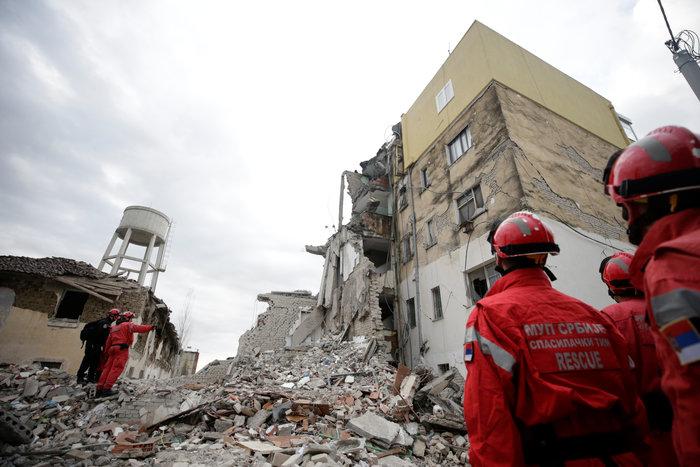 Αλβανία: Αγωνία στα συντρίμμια για τους επιζώντες - Mάχη με τον χρόνο