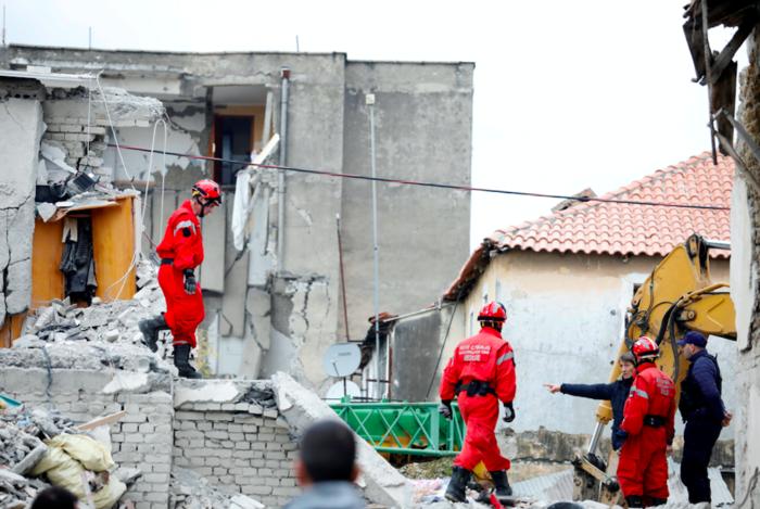 Αλβανία: Αγωνία στα συντρίμμια για τους επιζώντες - Mάχη με τον χρόνο - εικόνα 2