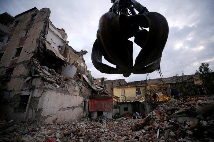 Αλβανία: Αγωνία στα συντρίμμια για τους επιζώντες - Mάχη με τον χρόνο - εικόνα 3