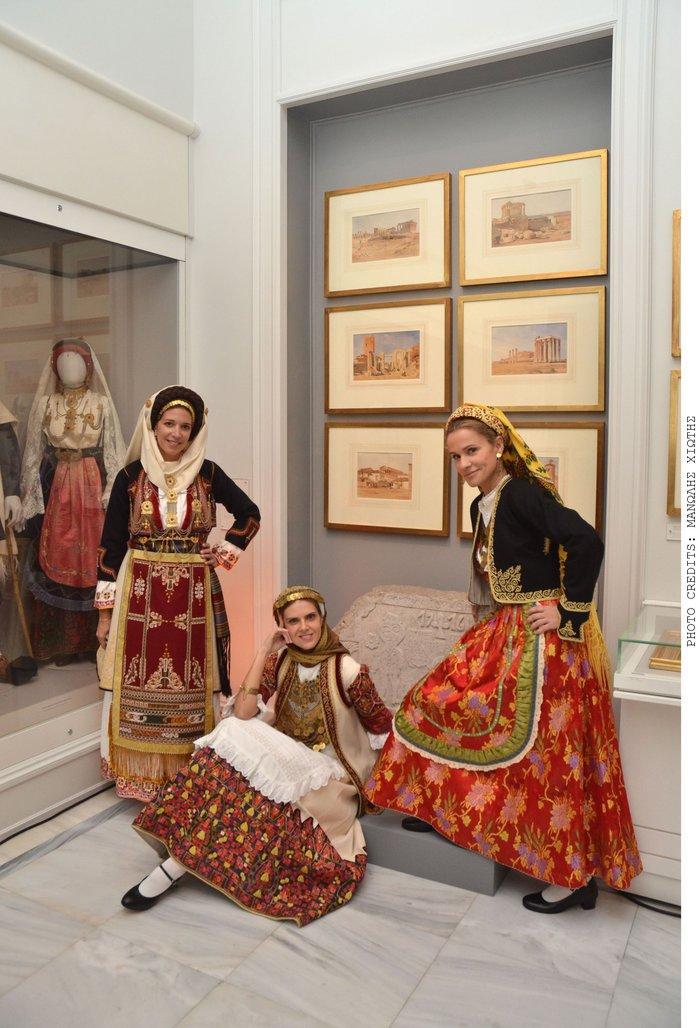 Πασίγνωστοι Αθηναίοι ντύθηκαν Καραγκούνηδες και Σαρακατσάνησες - εικόνα 4