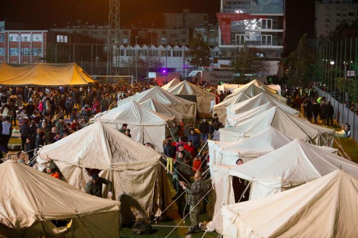 Χάος στην Αλβανία - Σε πρόχειρες σκηνές χιλιάδες σεισμόπληκτοι - εικόνα 3