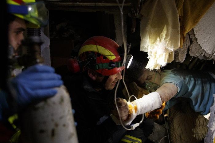 Αλβανία: Τραγικές ιστορίες στα ερείπια του φονικού σεισμού - εικόνα 3