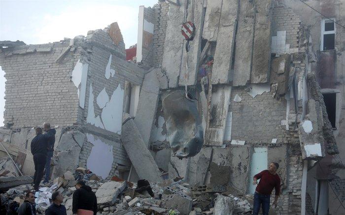 Αλβανία: Τραγικές ιστορίες στα ερείπια του φονικού σεισμού - εικόνα 5